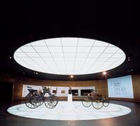「モトールクッツェ」(写真左)と、「モトールヴァーゲン」。メルセデス・ベンツの歴史は、ここから始まった。