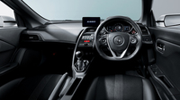 「S660」のインテリア。ホンダの市販車としては最小となる、直径350mmのDシェイプタイプのステアリングホイールを装備している。