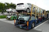 ご覧のとおり手前が新型「トヨタ・プリウス」で、奥が「ホンダ・インサイト」。
