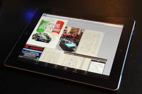 ボクのもとにやってきた「iPad2」。さっそく液晶保護フィルムを貼り付けた。