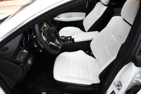 「CLS63 AMG シューティングブレーク」のフロントシート。