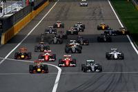 スタートでポールシッターのロズベルグ(先頭右)からトップの座を奪った予選2番手のダニエル・リカルド(同左)。その後方で、2台のフェラーリにクビアトのレッドブルが襲いかかった。(Photo=Ferrari)