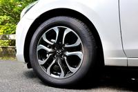 「XDツーリング」グレードには185/60R16サイズのタイヤ、および切削加工されたアルミホイールが標準で備わる。