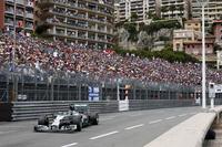 スタートでトップを守り、チームメイトのハミルトンと僅差の攻防戦を繰り広げたロズベルグ。途中、燃費に不安を抱えたがドライビングでカバーし、地元モナコで勝利した。ハミルトンの連勝を止め、ランキング1位の座も取り戻した。(Photo=Mercedes)