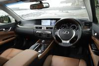 試乗車は、外装がソニックシルバー、内装がサドルタンというカラーの組み合わせ。