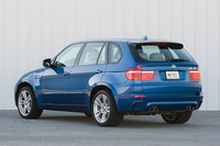 (写真上下とも)「BMW X5 M」