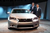 アメリカ・カリフォルニア州 ぺブルビーチで開催された発表会には、トヨタの豊田章男社長(写真右)も日本から駆けつけた。