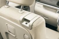 「助手席シートバックレバー」。右ショルダーのレバーはリクライニング、シートバックのレバーはスライド用。