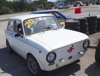 「ドリフトカー&ラリーカー・ショー」のコーナー。10ユーロ(約1400円)で体験同乗できる仕組みだが、お客さんがいなくてもグルグル走っていた。選べる同乗車両の一台には「フィアット850」も。
