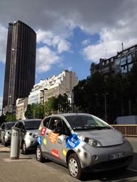 パリ・モンパルナス駅近くのオトリブステーションで。