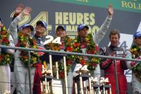 ポディウムで優勝を喜ぶ、No.2 アウディのドライバーたち。これでアウディは、2010年からのルマン4連覇を達成した。     (photo=Motoko Shimamura)
