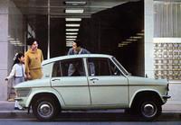 63年9月、360にも4ドアモデルを追加。2ドアと同様にスタンダード(写真)とデラックスが用意された。