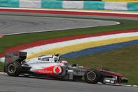 安定しないタイヤをうまく味方につけたのがバトン(写真)。予選4位から着実に順位をあげ、タイヤのタレに苦しむチームメイトを尻目に2位表彰台を手に入れた。ハミルトンはフェルナンド・アロンソとの接触やそのペナルティにより8位フィニッシュだった。少なくとも予選ではレッドブルに勝負を挑めるレベルにあったことは、マクラーレンにとっていいニュースだった。(Photo=McLaren)