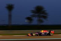 フロントウイングの規定違反で予選タイム剝奪となったレッドブル勢。ダニエル・リカルドはピットレーンからスタートし4位入賞で最終戦を終えた。チャンピオンチームに移籍したばかりで3勝し、ドライバーズランキング3位と好成績を残したリカルド。2015年はエースとしてチームをけん引する。(Photo=Red Bull Racing)