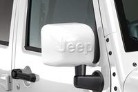 「Jeep」ロゴが立体的にあしらわれた、ボディー同色のドアミラーを装備する。