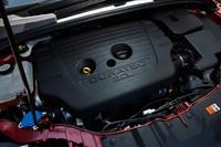 搭載される2リッター直4エンジンは170psと20.6kgmを発生。低速走行時などの燃料供給量を抑える「ADFSO(減速時燃料遮断機構)」が装備される。