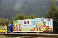 おいしそうなトラック。バイオ食品で知られるヒップ社のもの。(写真1)