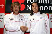 フォーミュラからの引退を表明した服部尚貴(写真左)と、チーム・ダンディライアンの村岡潔代表。2006年、服部はオペレーティングディレクターとしてチームの運営を助けることとなる。