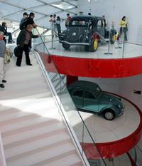 「シトロエン」の超モダンショールーム、パリにオープン!の画像