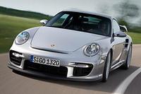 2008年モデルからラインナップに加わる「ポルシェ911GT2」。ハイパフォーマンスを謳う一方、スーパースポーツにして8km/リッターという低燃費もアピールする。