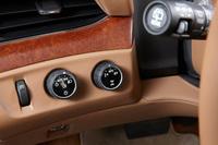 米国には2WDの設定もあるが、日本仕様の駆動方式は4WDのみ。ダイヤル式のセレクターで、2WD、4WD、AUTOの3種類の走行モードを選択できる。