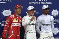 自身2度目のポールポジションを獲得したボッタス(写真中央)は、自身初のポール・トゥ・ウィンを達成。チャンピオンシップでもランキング2位のハミルトン(同右)の15点差、ポイントリーダーのベッテル(同左)に35点差まで迫ってきた。(Photo=Ferrari)