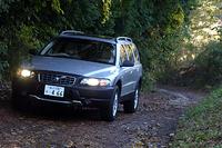 """XC70 2.5T""""Adventure"""":全長×全幅×全高=4735×1860×1560mm/ホイールベース=2765mm/車重=1710kg/駆動方式=4WD/2.5リッター直5DOHC20バルブターボ・インタークーラー付き(209ps/5000rpm、32.6kgm/1500-4500rpm)/車両本体価格=535.0万円(テスト車=595.0万円)"""