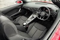 「TTロードスター」のインテリア。オープンモデルの乗車定員は2人。