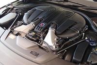 「BMW 750i」比で158psアップの608psを発生する、4.4リッターV8ツインターボエンジン。