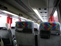 バスの室内。