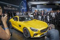パリモーターショー会場で注目を浴びる「メルセデス AMG GT」。