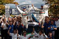 3月のメキシコ以来の優勝に喜ぶマルティンほかフォードのチームクルーたち。(写真=フォード)