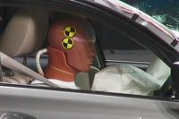 2009年度は交通事故死者数が57年ぶりに5000人を下回るなど、自動車事故の被害者は年々減少傾向にある。