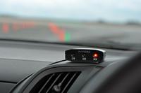 パンクに気が付かないことを避けるため、タイヤ空気圧モニタリングシステム(TPMS)が装着される。標準で付いているクルマはそのまま使用可能。