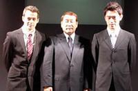 長谷見昌弘(中央)率いるハセミモータースポーツ。ブラジル人ジョアオ・パオロ・デ・オリベイラ(左)と横溝直輝(右)、F3などで経験を積んだ2人がドライブする。