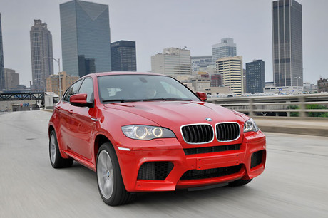 BMW X6 M(4WD/6AT)ハイパフォーマンスなSUV「BMW X6 M」が登場。主戦場となるアメリカで、サーキットをメ...