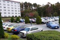 会場となった八ヶ岳ロイヤルホテルの駐車場の様子。見渡す限りのBMWである。