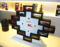 時期と価格は未定ながら、後日、コレクター向けに写真の時計型スタンドやショーケースも販売される予定だ。