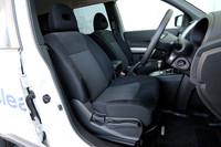 フロントシート。クリーンディーゼルの「20GT」のシート地は、防水性のあるガソリンモデルと異なり、スエード調トリコットとなる。