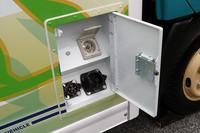 充電時間は、200Vの普通充電で約8時間、50kWの急速充電で約45分となっている。
