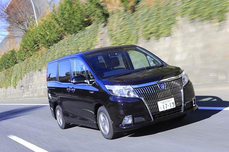 トヨタの5ナンバーサイズミニバンに、「ヴォクシー」「ノア」に続く第3のモデル「エスクァイア」が登場。そ...