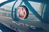 「プント エヴォ」からさらに進化した「プント」。ボディーカラーは全4色で、試乗車のは「グラムロック ブルー」と呼ばれる新色。5万円のオプションである。