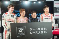 左からルーカス・オルドネス選手、加藤綾菜さん、加藤茶さん、松田次生選手。