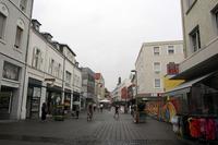 駅から伸びるリュッセルスハイムの商店街。当世人気の格安衣料品店「キック」こそ進出しているものの、空き店舗が散見されるところからして、以前はもっと活気があったのだろう。