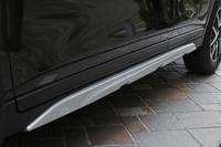 サイドアンダーカバーとマッドガード、大型フロントフォグランプなどは「エクストリーマーX」の専用品。こちらは標準車にはオプションでも用意されない。