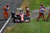 地元イタリアでフェラーリは残念な結果しか残せず。フェルナンド・アロンソ(写真)は予選7位、決勝では2010年マレーシアGP以来となるメカニカルトラブルによるリタイアを喫した。11番グリッドからスタートしたキミ・ライコネンが9位でゴール、2点を獲得したのみに終わり、コンストラクターズランキングでは4位に落ちた。(Photo=Ferrari)