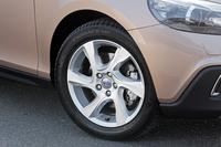 ボルボV40クロスカントリーに限定のFF車が登場の画像