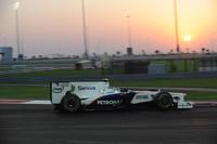 BMWザウバーは、ニック・ハイドフェルド(写真)の5位入賞でコンストラクターズランキング6位に躍進し、有終の美を飾った。2008年カナダGPで悲願の初優勝を遂げたのも今は昔。シーズン序盤からの苦戦が災いし、ミュンヘンの取締役会は今季終了後に撤退する決断を下した。なおチームは新オーナーのもと、来季出場に向けて準備を進めているが、既に来季グリッドは規定数に達しており、まだ先行きは見えない。(写真=BMW)