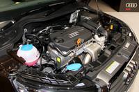 エンジンは1.4リッターターボ(122ps)のみ。燃費は3ドア、5ドアともに17.8km/リッター(JC08モード値)。