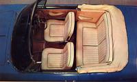 本革張りのシート。フロントはこれまた国産初のリクライニング式。このコンバーチブルでは後席は2人掛けだが、クーペでは3人掛けとなる。